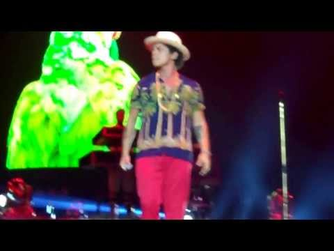 """Moonshine"" ""Natalie"" Bruno Mars - The Moonshine Jungle Tour at London O2 Arena - Oct 9, 2013"
