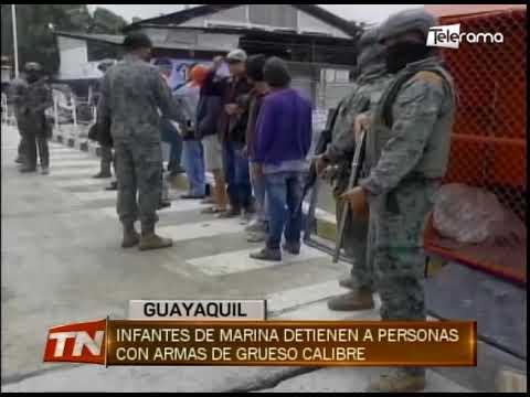 Infantes de marina detienen a personas con armas de grueso calibre