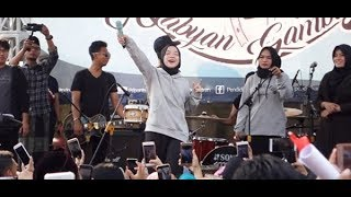 Video Nissa Sabyan Gambus ★ Deen Assalam, Ya Jamalu ~ CFD Bershalawat (Road to Hari Santri) MP3, 3GP, MP4, WEBM, AVI, FLV Oktober 2018