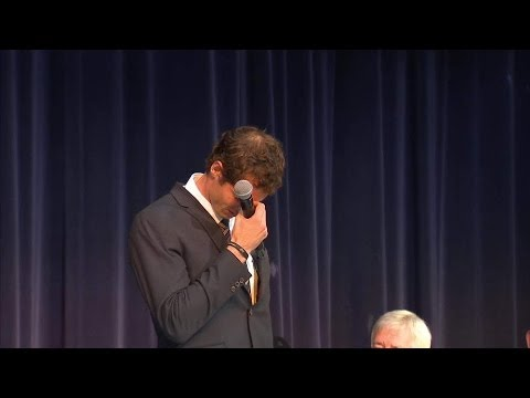 Back - Wimbledon champion Andy Murray could barely contain his emotions after being presented with the Freedom of the City of Stirling. SUBSCRIBE to our YouTube channel for more great videos: http://www....