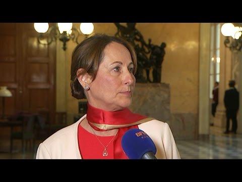 Attention, Ségolène Royal suit très attentivement les intempéries