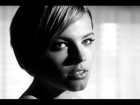 Tekst piosenki Ania Dąbrowska - Już mnie nie ma w twoich planach po polsku
