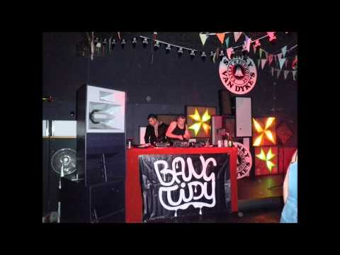 Video I See You Baby (Shaking That Ass) - Dual Frequency Breakbeat Remix download in MP3, 3GP, MP4, WEBM, AVI, FLV January 2017