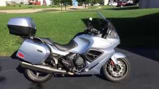 2. Walk-around of the 2013 Triumph Trophy SE