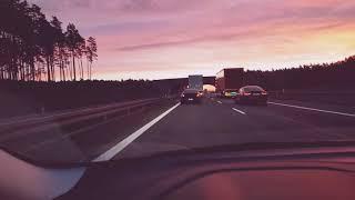 BMW i Audi blokują TIRa na autostradzie za zbyt długie wyprzedzanie
