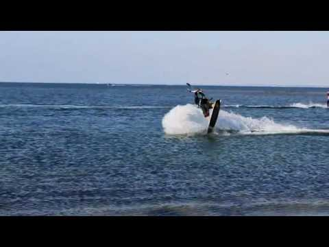 hugo guias kitesurf video - Hugo guias show you the life in Ile de Ré where he live . One day and one night in a movie flash back. Hope you will enjoy it. Hugo is powered by Kiteloose ,...