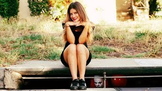Dating the IT Clown | Hannah Stocking