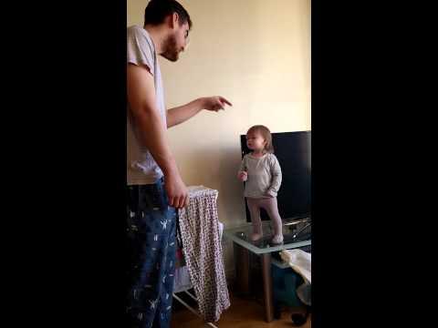 超可愛小女孩與爸爸的對恃!