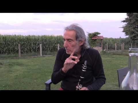 Flo découvre la clarinette de chez Lidl