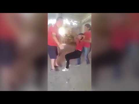 العرب اليوم - شاهد: لقطات غريبة لطالبة ممسوسة تتلوى على الأرض