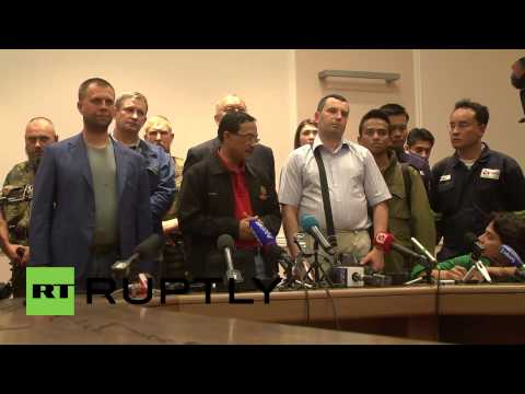 hand - Video ID: 20140722-003 C/U Microphones M/S Press SOT, Prime Minister of the Donetsk People's Republic, Alexander Borodai (Russian):
