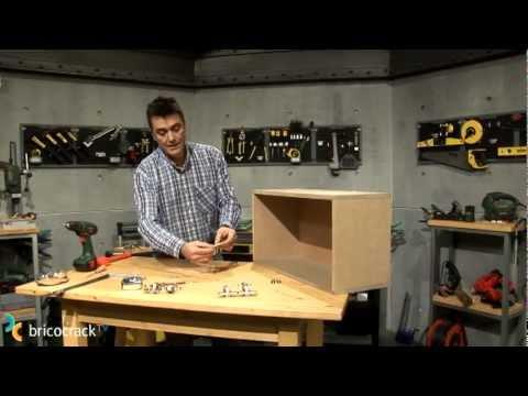 Carpintería: montar una bisagra de cazoleta (BricocrackTV)