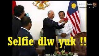 Video WOW Jokowi jadi rebutan SELFIE Pemimpin dunia APEC MP3, 3GP, MP4, WEBM, AVI, FLV November 2017