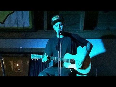 Justin Bieber Previews New Music at Surprise Acoustic Concert