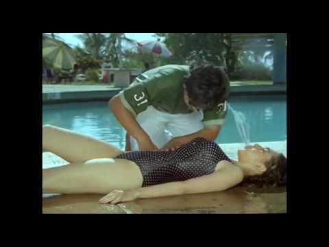 Download Video Karisma Kapoor Bathing  Video  | Bollywood Actress Bathing Scenes