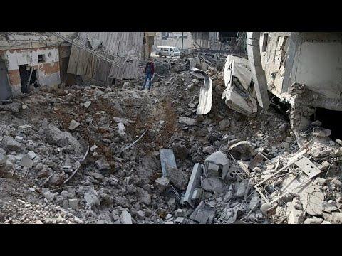 العرب اليوم - شاهد: الجيش السوري يكسر الحصار على قاعدة إدارة المركبات العسكرية