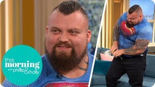 Video Strongman Eddie Hall Stuns Holly and Phillip by FOLDING Up a Frying Pan | This Morning MP3, 3GP, MP4, WEBM, AVI, FLV Juli 2018