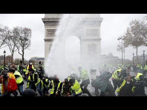 «Διαδηλώνουμε, γιατί έχουμε τον χειρότερο πρόεδρο»