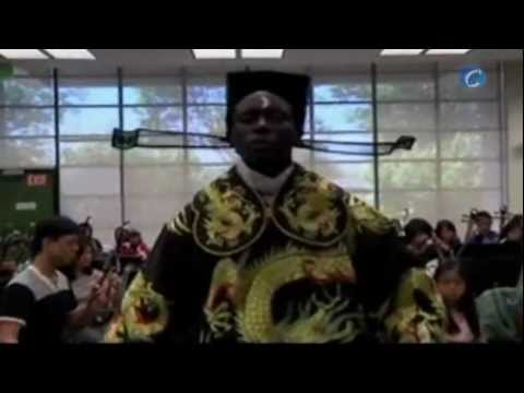 ¿Un afroamericano cantando ópera china? (видео)