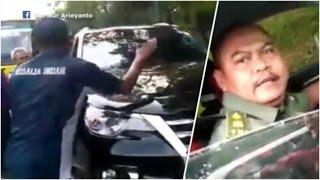 Video Pria Berseragam TNI Ngamuk Pecahkan Kaca Bus, Ditantang Turun Malah Kabur1 MP3, 3GP, MP4, WEBM, AVI, FLV Mei 2017