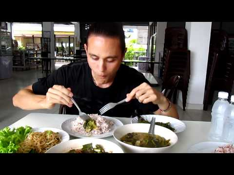 Eating Vegetarian Thai Food at Jay Jay Restaurant in Bangkok