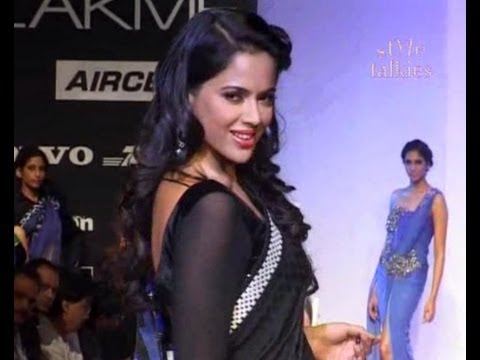 Kochchar - Archana Kochchar presented her designs on the runway at the recently held Lakme Fashion Week Winter/Festive 2012. Bollywood actress Sameera Reddy walked the ...