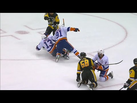 Video: Gotta See It: Islanders' Tavares scary collision with teammate Barzal