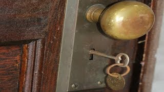 Video This Apartment Has Not Opened Since 1939 After 70 years A Surprise No One Believed MP3, 3GP, MP4, WEBM, AVI, FLV Januari 2019