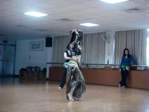 婀娜多姿的古埃及蛇舞,好迷人的水蛇腰!