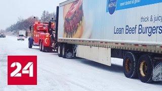 В Канаде снегопад стал причиной столкновения более 100 автомашин