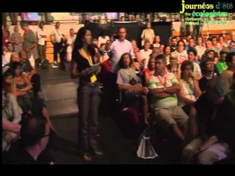 Une femme marocaine prend à partie un représentant de Mohammed VI
