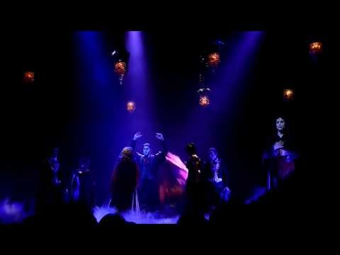 Tanz der Vampire Berlin 2012 - Draußen ist Freiheit, Rote Stiefel, Gebet