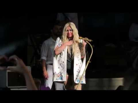 Kesha crying during Praying   Cincinnati, OH  7/11/18