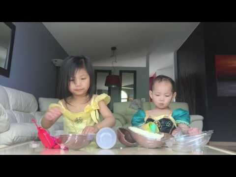 Opening Kinder Egg Surprise - Julia & Natasha as Belle & Anna Frozen Disney Princesses (видео)