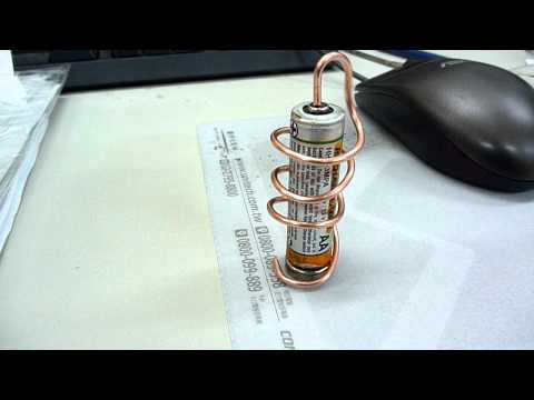 一顆電池就讓金屬活生生動起來!