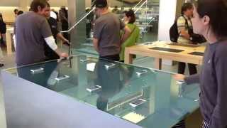 iPhone 6sの「3Dタッチ」機能が目で見える!アップルストアのさざ波が起きるディスプレイテーブル