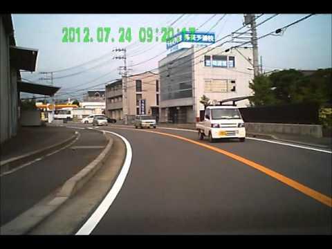 「[車載動画]ガソスタから出てきた車を避けようとした対向車との正面衝突の様子。」のイメージ