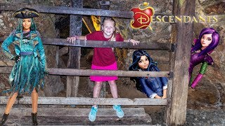 We're searching for Descendants 2! Please Subscribe Here http://www.youtube.com/user/TheEngineeringFamily?sub_confirmation=1Check out our second channel - https://www.youtube.com/channel/UCPC55dCdzIjNJd421LbK3uwIn this Disney Descendants 2 YouTube video toy adventure video the Assistant and Mr. Engineer are searching deep within a cave to find Evie and Mal from Descendants 2 and rescue them! Can you spot them before she does and help The Assistant?Check out some of these other fun TheEngineeringFamily Treasure HuntsDISNEY SURPRISE TREASURE Secret Surprise Treasure with the Assistant a Disney World Video Surprise   https://youtu.be/a3c5pAJ-o-kPJ MASKS Disney Search For PJ Masks with Blaze and Paw Patrol Video  Adventure   https://youtu.be/4mV2sNE14PgAssistant Slip N Slide Bounce House Carnival Challenge Surprise Toys Video  https://youtu.be/HKE2lCvb6fMASSISTANT TREASURE HUNT Paw Patrol Look Out Hunt + toysZootopia + Lion Guard Toys Surprise Video  https://youtu.be/ECgPK35Gw3wOr these Playlists!  Funny Kids Videos     https://www.youtube.com/playlist?list=PLoLQ9unpi4OHXhaMeWT2y6P27pbuzKbckFeaturing the Assistant   https://www.youtube.com/playlist?list=PLoLQ9unpi4OGfgjxJsWnO878aLXo2TgXHAbout The Engineering FamilyWe are The Engineering Family, a family of educators working to show you how to make learning fun and engaging through toy unboxings, toy reviews, and original series designed to insight imaginative play within your family. With Mr. Engineer as an experienced engineer with a love of exploring new things, Mrs. Engineer an award winning teacher with a math and counseling focus, and their daughter The Assistant you can think of The Engineering channel as your imagination station. You can think of The Engineering Family channel as a Funbrain meets YouTube. This family is taking some of the coolest toys like Paw Patrol, Shimmer and Shine, Scooby Doo, PJ Masks, Doc Mcstuffins, and plenty of fun Real Life live action videos that help teach children valuable STEM content. As always... TheEngineeringFamily only features 100% suitable family fun entertainment.