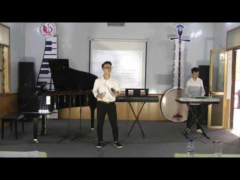 """Nguyễn Mạnh Hùng đệm hát """"Tháng 4 là lời nói dối của em"""""""