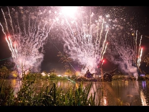 garden video - this is a Serious Party http://www.secretgardenparty.com Video by JuJu Films http://juju.co.uk/ Music by Adam Freeland.