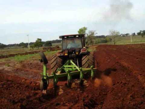 Josemauricio - Limeira do Oeste - Valtra BH205i - Arado de 4 Aivecas Deslocado