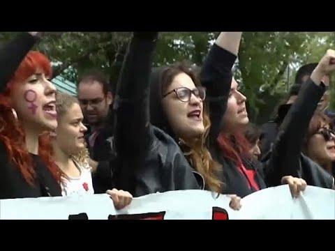 Spanien protestiert weiter gegen das Missbrauchsurt ...