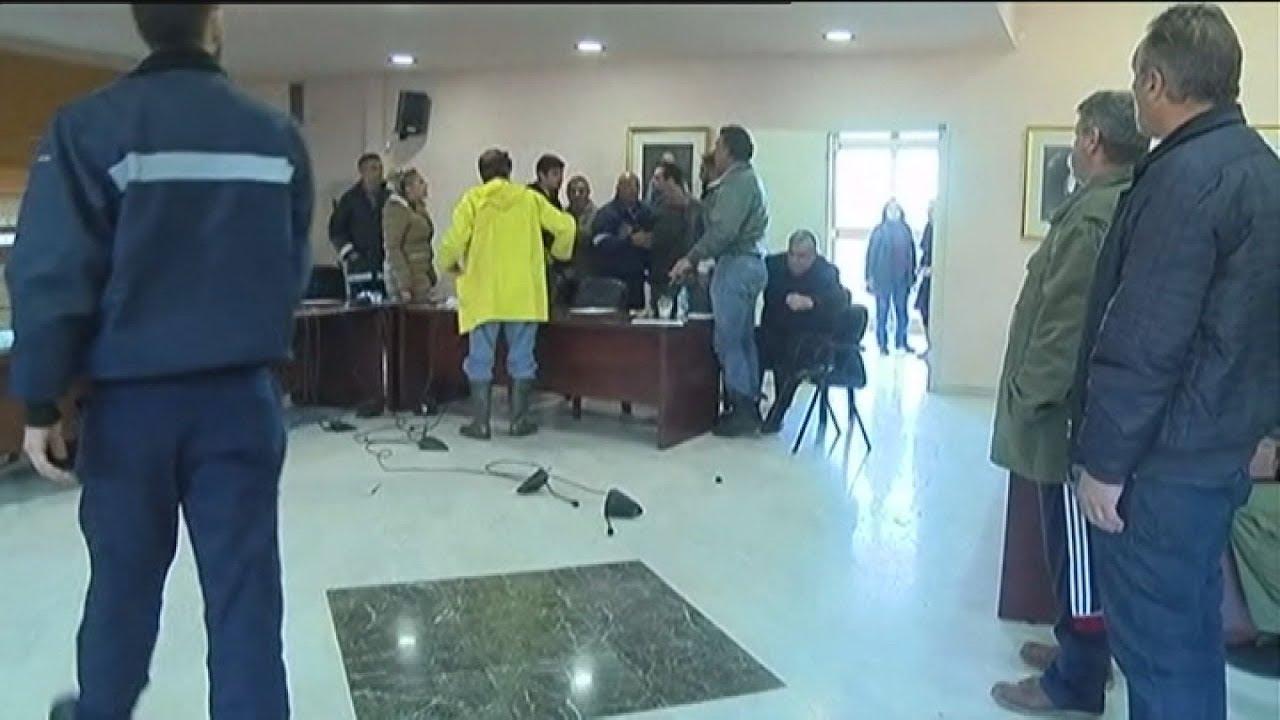 Επεισόδια στην πρώτη συνεδρίαση του δημοτικού συμβουλίου Μάνδρας μετά τις πλημμύρες