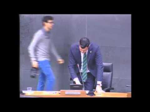 Javier García critica a Mendoza su imposición del euskera en la Educación