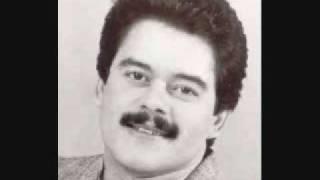 Este clásico fue escrito por Tite Curet Alonso y arreglado por Louis García.Está incluído en el primer álbum que grabara Lalo Rodríguez como solista ...