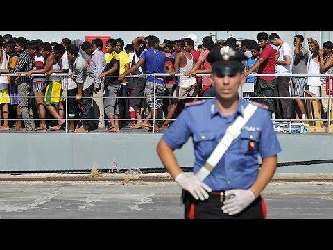 Ιταλία:Στο λιμάνι του Παλέρμο έφτασαν οι πρώτοι διασωθέντες μετανάστες του ναυαγίου ανοιχτά της…