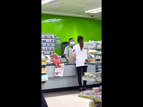 經典!囂張奧客拿著1000元要求超商店員換成10元,被拒後的反應讓大家都看不下去!