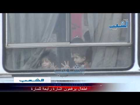 أطفال يرفعون إشارة رابعة للمارة من داخل أتوبيس مدرسة قبطية