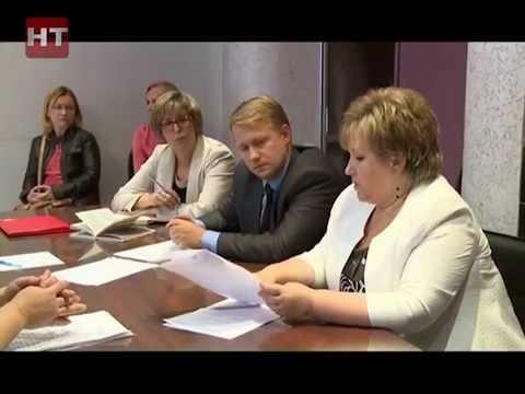 Елена Писарева и Сергей Бусурин встретились с новгородскими многодетными матерями