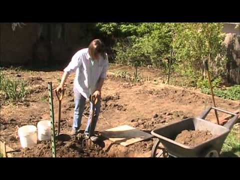 Raised Bed Vegetable Gardening: Double Digging a French Intensive Raised Bed